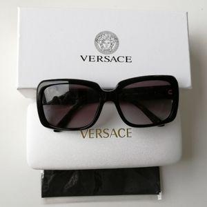 Like new Versace Classic Black Sunglasses
